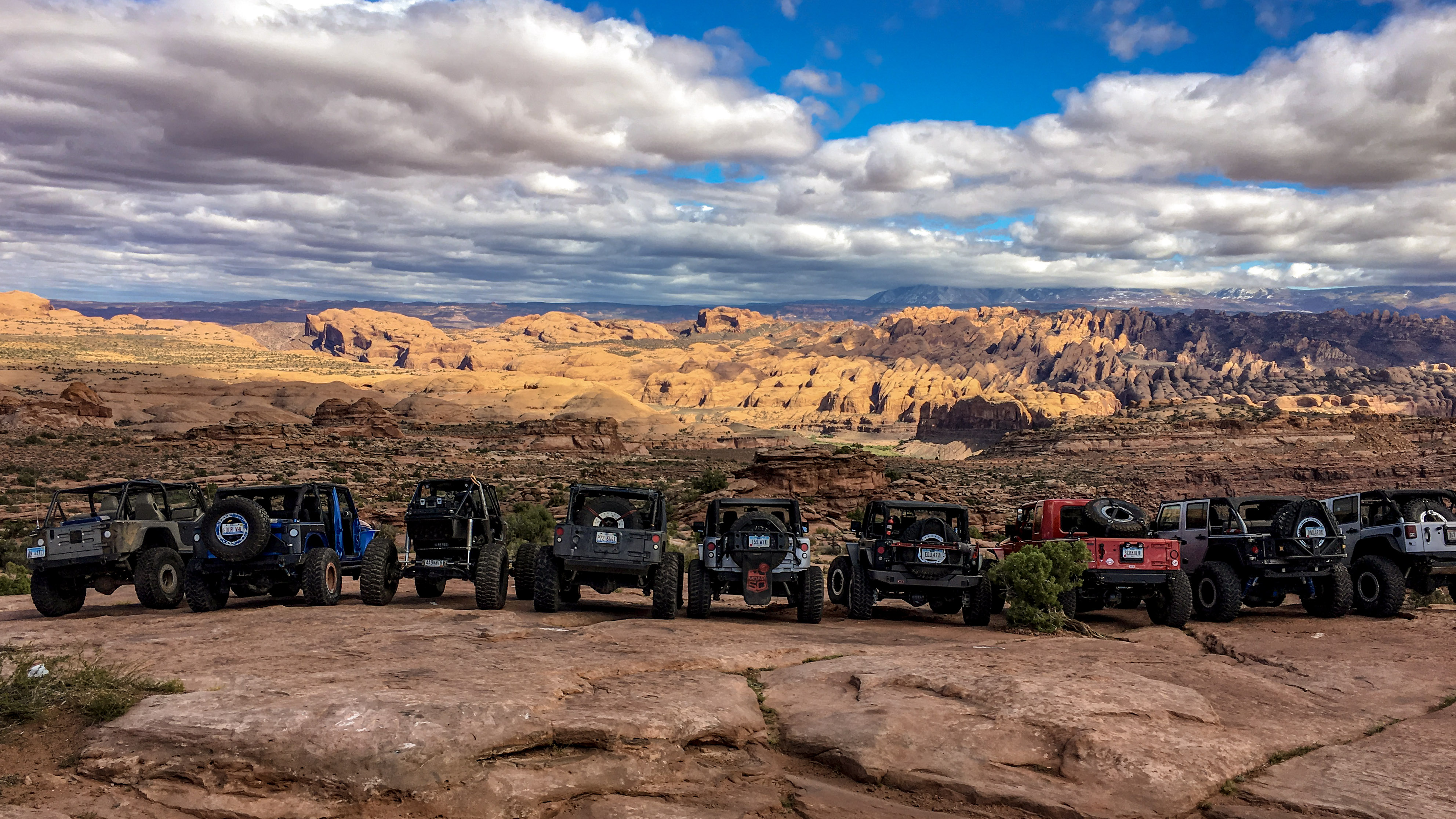 Group of jeeps overlooking Moab
